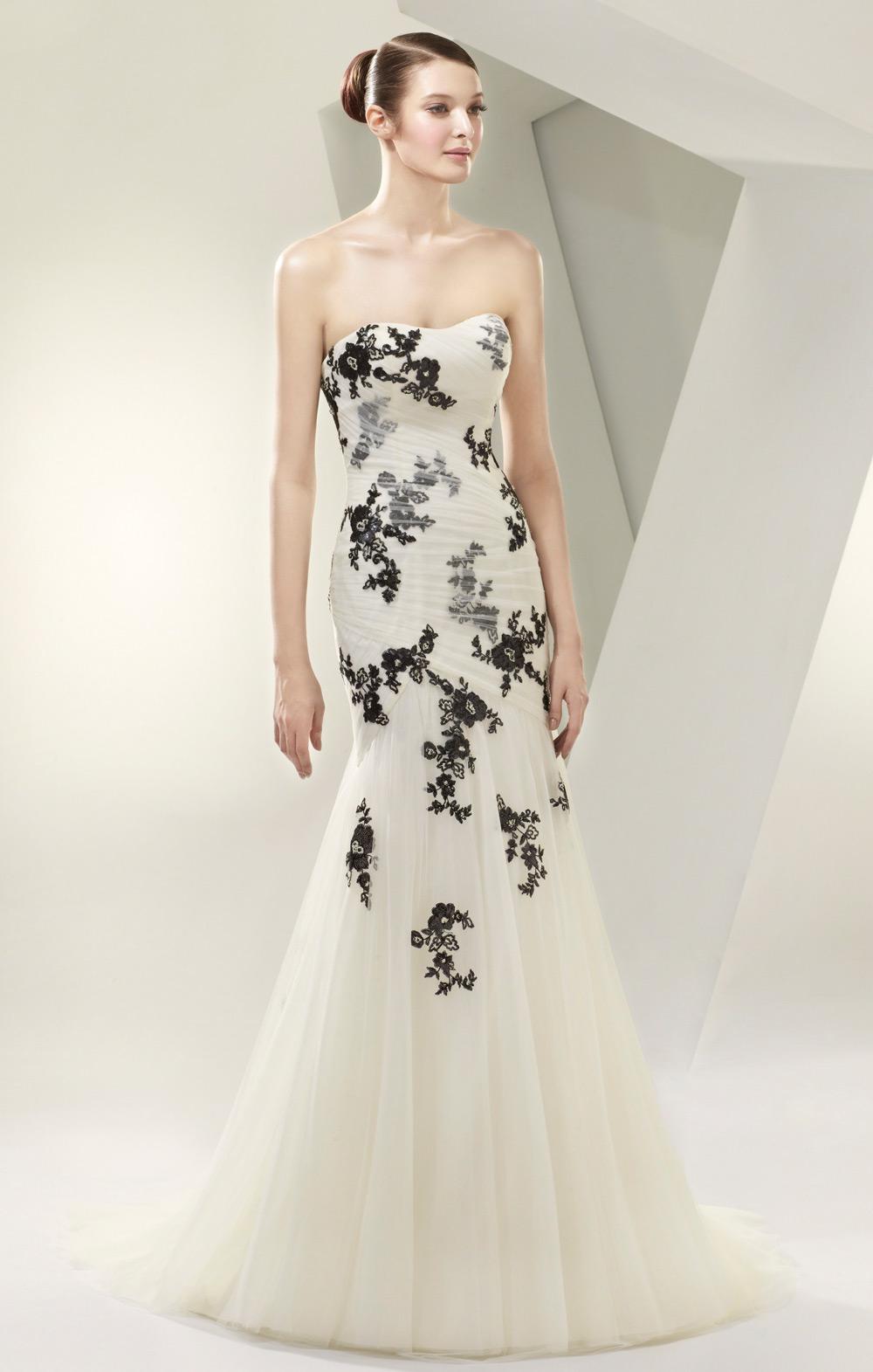Brautkleid mit schwarzen Applikationen
