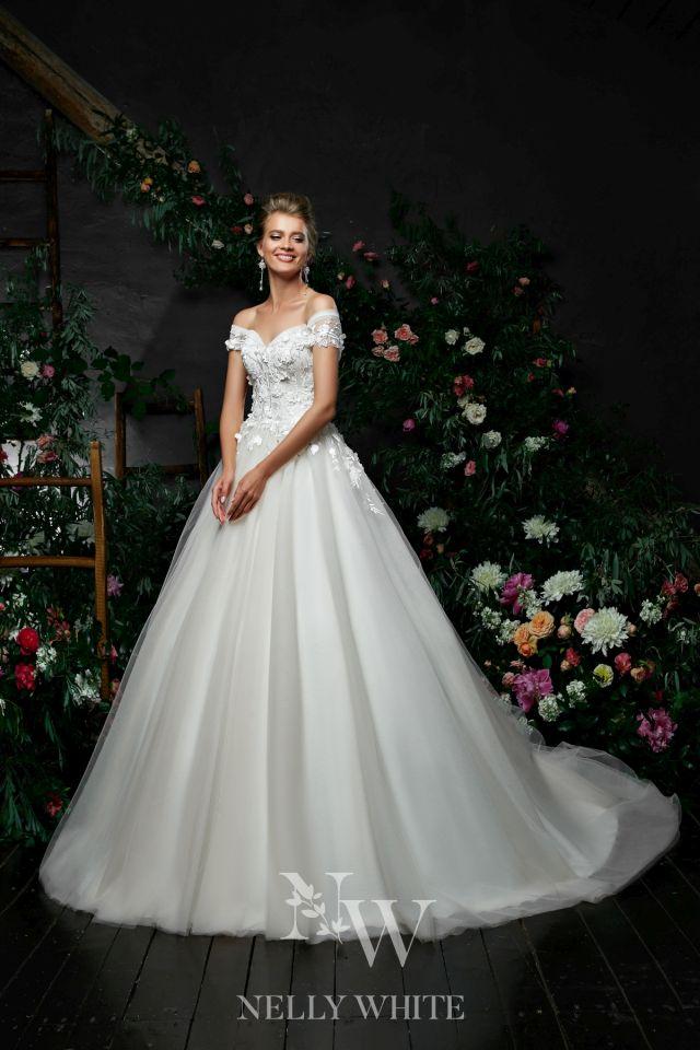 Brautkleid Blumen Handarbeit