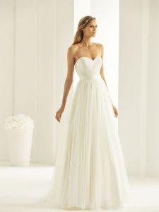 Brautkleid trägerlos mit Spitze und Gürtel