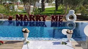 נישואין במלון