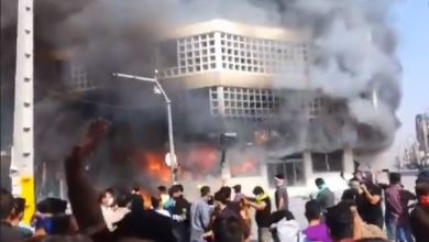 Photo of نیران غضب الشعب الإیراني تلتهم بنوك ورموز النظام