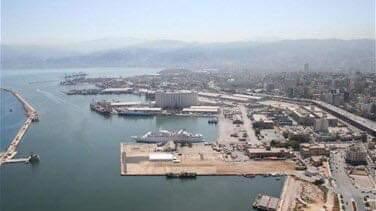 Photo of سفينة شحن ترفع علم لبنان نقلت آليات مدرعة في اتجاه العاصمة الليبية