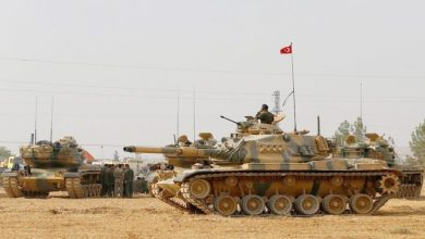 Photo of بإسناد مدفعي تركي.. الفصائل تقترب من سراقب وتسيطر على مناطق جديدة