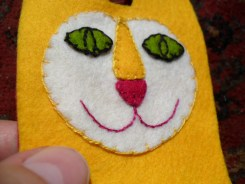 Making a felt cat rattle