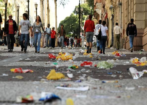 imagem de lixo nas ruas