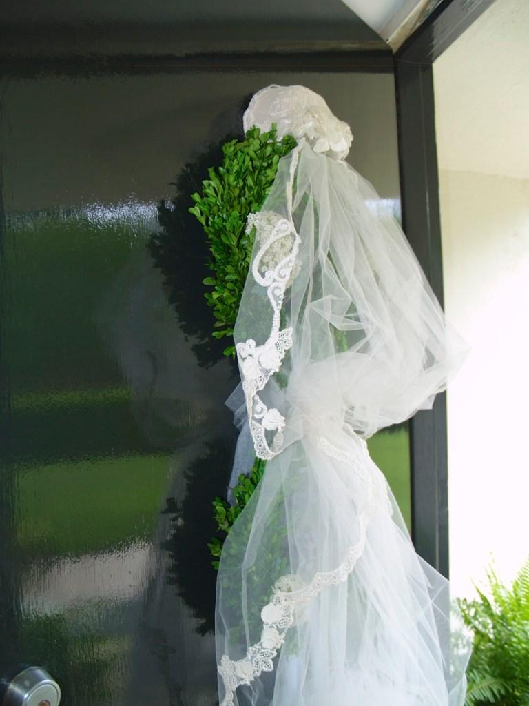 wedding veil as door arrangement