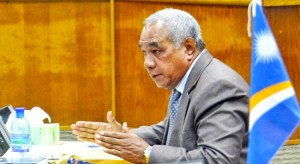Majuro Senator and Minister of Finance Brenson Wase emphasizes a point during Nitijela debate. Photo: Hilary Hosia.