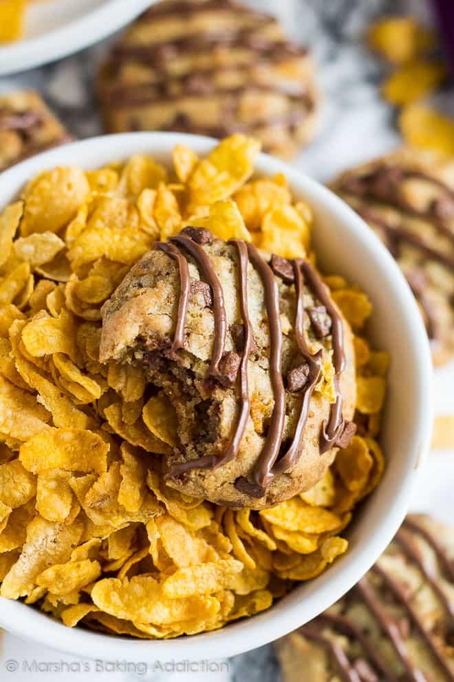 Chocolate Chip Cornflake Cookies | marshasbakingaddiction.com @marshasbakeblog