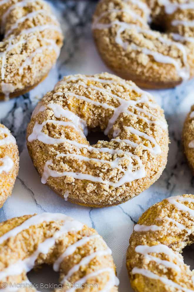 Baked Pumpkin Streusel Doughnuts | marshasbakingaddiction.com @marshasbakeblog