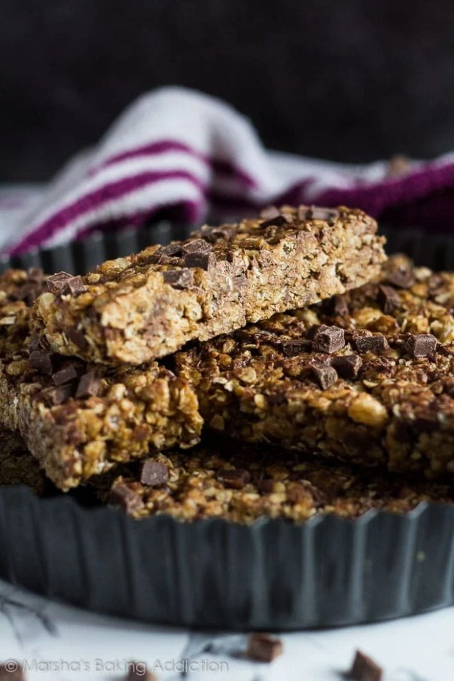 No-Bake Chocolate Chip Peanut Butter Granola Bars | marshasbakingaddiction.com @marshasbakeblog