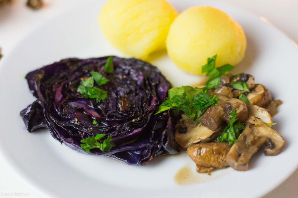 Rotkohlsteak mit Pilzragout - Veganes und glutenfreies Weihnachtsmenü