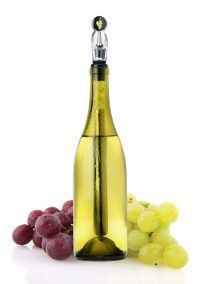 WINECHILL bottle with grapes