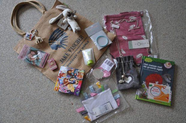 Prijzenpakket 'zwanger' wordt verloot na het bereiken van 400 paginalikers voor Marstyle op Facebook.