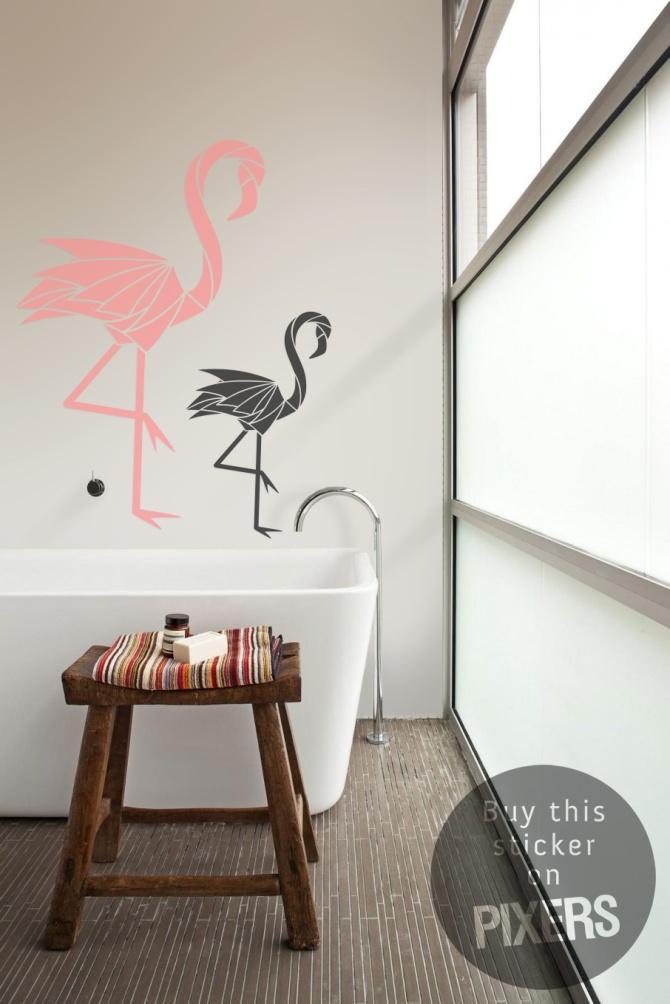 Flamingo's! Altijd leuk, en ik vind het een heel origineel idee om de badkamer te pimpen met muurstickers.