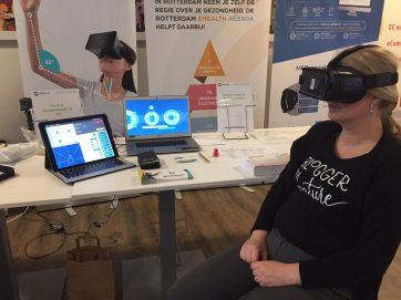 Bij de nekfysiotherapeut oefeningen doen in virtual reality op het Vitaliteitsevent. Erg gaaf!