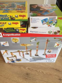 Kwam een flinke voorraad mooi en duurzaam speelgoed binnen om te reviewen van HABA. Ik vind dat zo'n mooi merk met echt goed speelgoed.