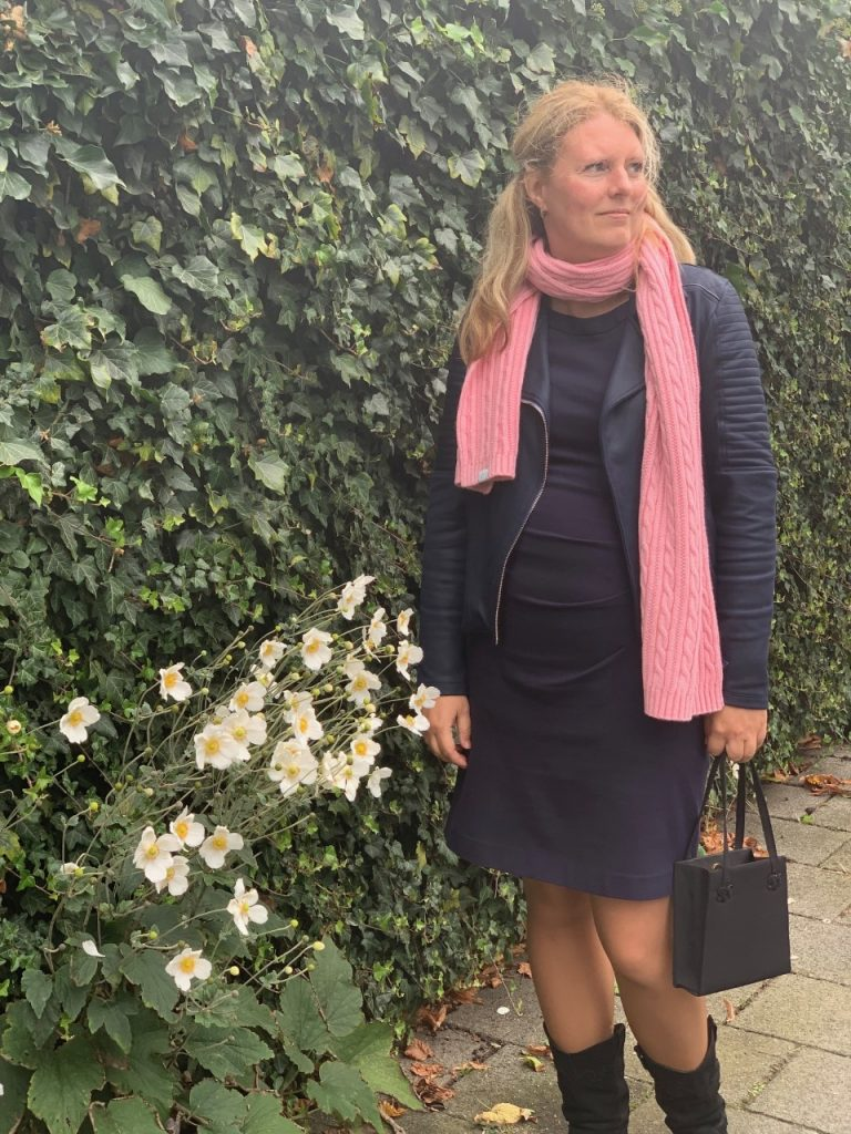 outfit roze gant sjaal