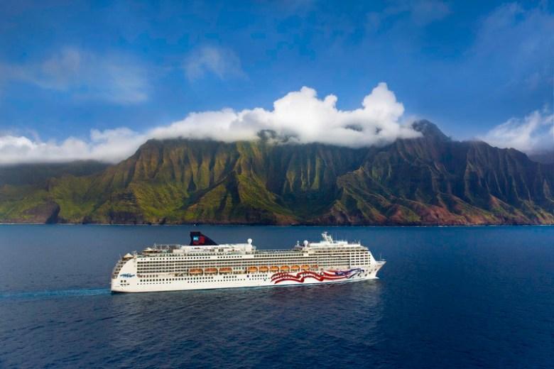 CL Cruise Line, Pride of America, Na Pali Coast, Kauai, Hawaii