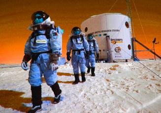 20140211101745-FMARS_crew_snow