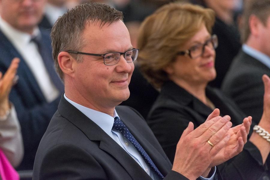 Foto von Marta-Direktor Roland Nachtigäller und NRW-Ministerin Ute Schäfer