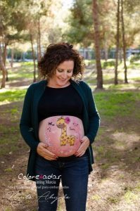 Marta Ahijado, fotografía de embarazo al aire libre en Murcia y Susana de Colorehadas, bellypainting en Murcia