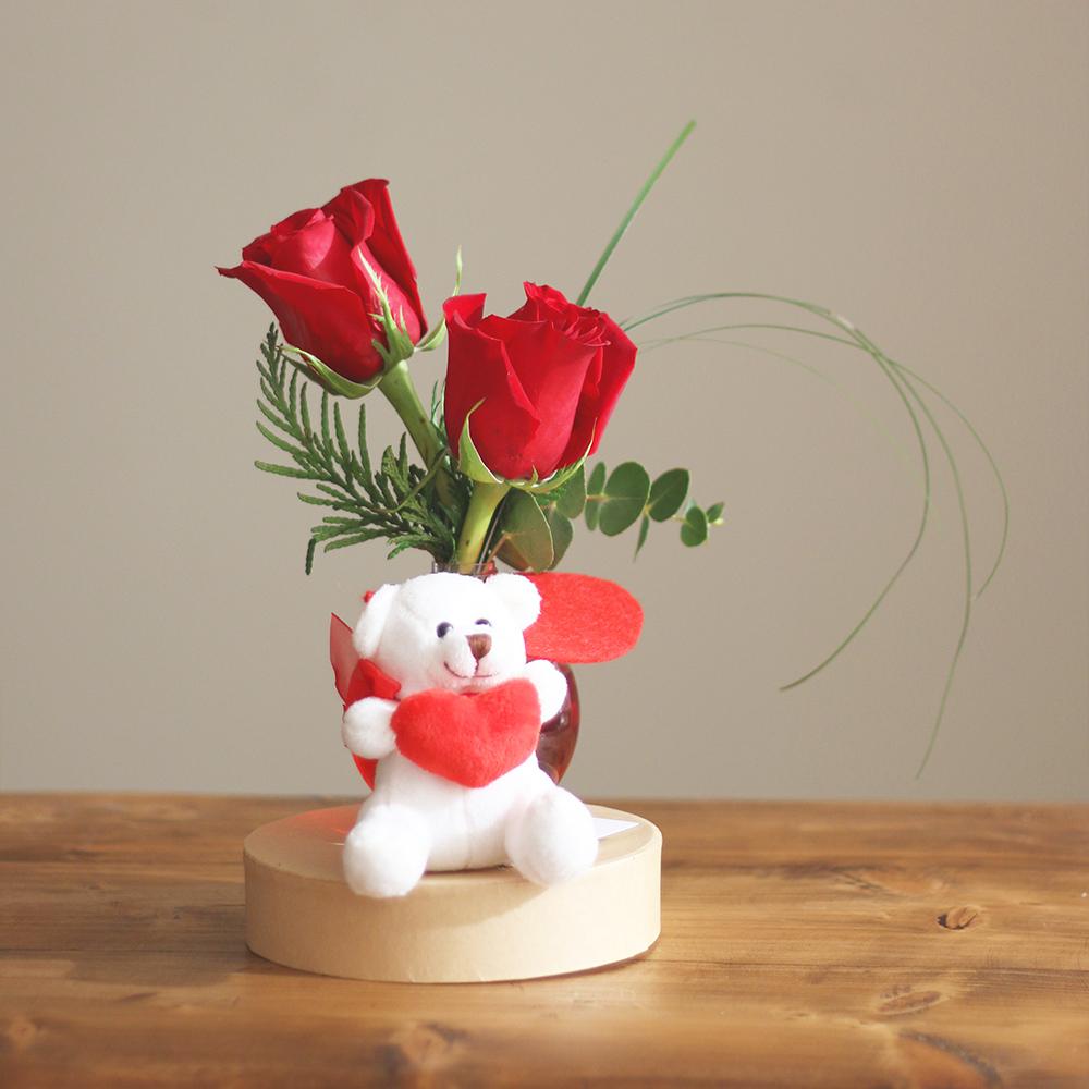peluche san valentin amor ramo flores floristeria blanco martamajo flors lilium rosas sant feliu de llobregat barcelona rosa