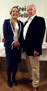 Grossratskandidatin Martina Bircher mit Hans Kündig, Ortsparteipräsident Aarburg