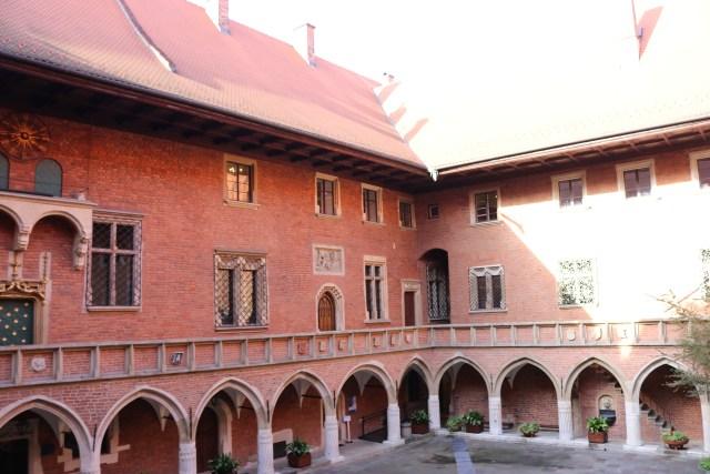 Collegium Maius je gotická stavba Jagellonské univerzity v Krakově. Univerzita byla založena v roce 1364 a byla konkurencí k Univerzitě Karlově.