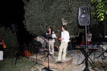 agosto 2013 – Poesia tra gli ulivi – Autori in versi a Monte Canneto, Brisighella, con il Gruppo 77