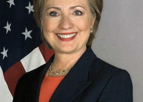 Official Portrait of U.S. Secretary of State Hillary Rodham Clinton 3328305563 Hillary Clinton: Famosos Nacidos Hoy, 26 de octubre