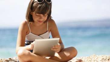 1565333376 Praticando con Smartick en verano scaled En verano hay tiempo para todo, menos para desaprender matemáticas, según Smartick