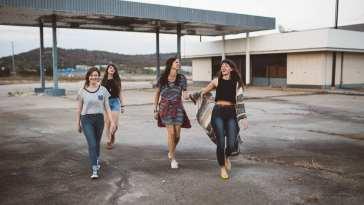 1572289767 girls 1031538960 720 1 Aprender a conectar con el adolescente según el profesor David Serrato
