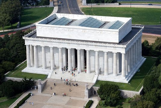 Aerial_view_of_Lincoln_Memorial_-_east_side