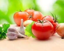 Ail et tomates pour les Chilaquiles