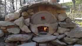 Four à bois pour la pizza italienne au feu de bois