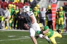 Michigan State Spartans vs Oregon Ducks Ducks #35 Jr.LB Troy Dye with a QB Sack Redbox Bowl