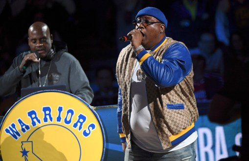 Golden State Warriors vs Houston Rocket E-40 at half time