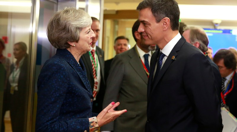 Pedro Sánchez y Theresa May