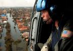 Sökande efter överlevande efter orkanen Katrina 2005