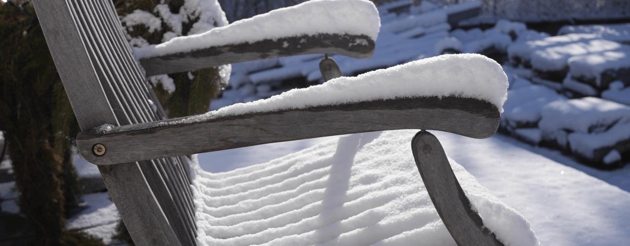 Snö på solstol