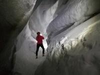 På och i en glaciär på Svalbard