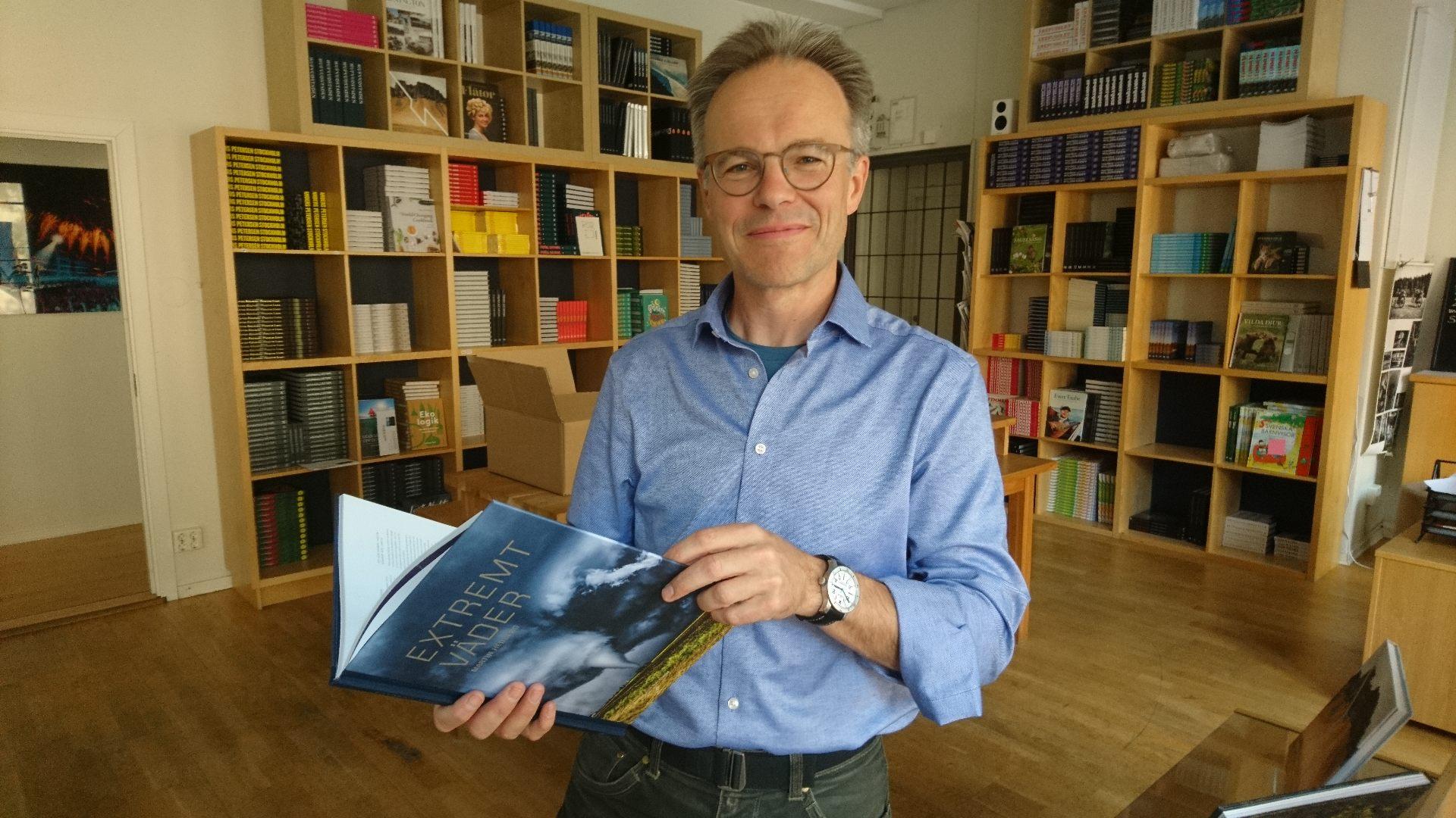 Ett av de första exemplaren av min bok Extremt väder