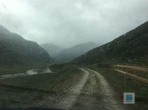 Kurzer Schauer auf dem Weg zur Alp