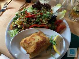 Schnitzel mit Salat statt Pommes Frites