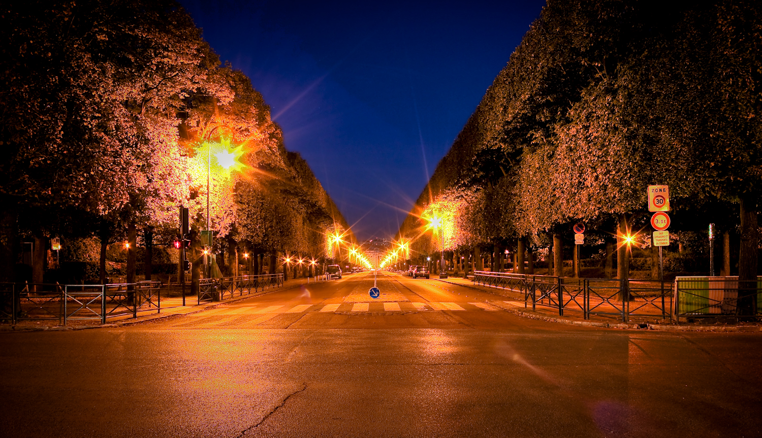 Street leading to Parc de Sceaux entrance