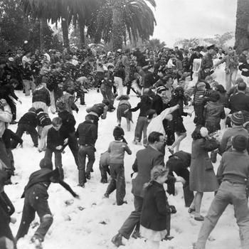 Angelenos romping in a rare Los Angeles snowfall, 1932