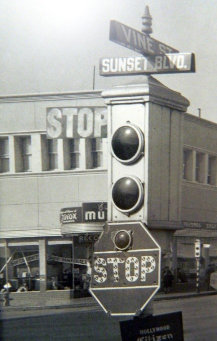 Semaphore traffic light at Sunset Boulevard and Vine Street, Hollywood, 1942