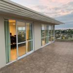 Alquiler Dpto en Av Uranga, semipiso en piso 6to,2 dorm, cochera, terraza, vista al rio