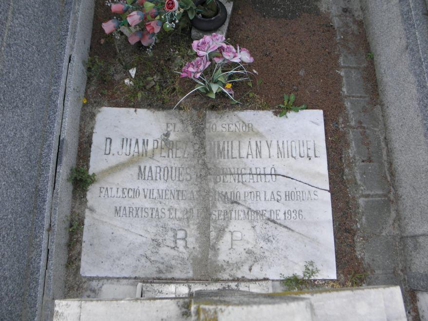 Una de las pocas lápidas, si no la única, que en el cementerio de Vallecas recuerdan a uno de los cientos de personas asesinadas por el terror revolucionario.