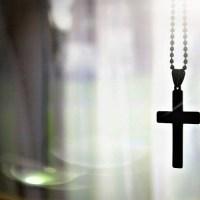 Îndrăciţii reacţionează la orice lucru sfânt